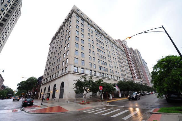 2100 N Lincoln Park West The Pierre Condos For Sale Or